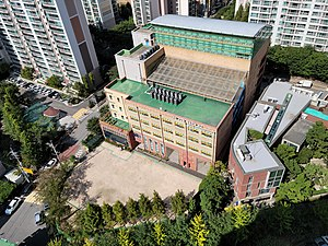 Nanum Elementary School, Photographed from the 22nd floor of Naeson-dong Samsung Raemian Apartment.jpg