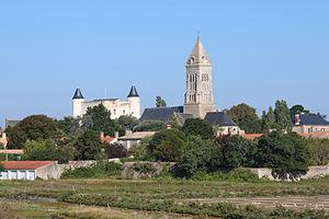 Noirmoutier-en-l'Île - The church and the château in Noirmoutier-en-Île