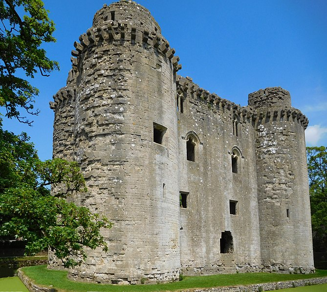 File:Nunney Castle from south.jpg