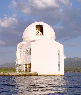 alt=Description de l'image Old dome of the Big Bear Solar Observatory (Big Bear Lake, California).jpg.