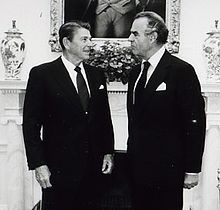Oliver Wright and Ronald Reagan 1982.jpg