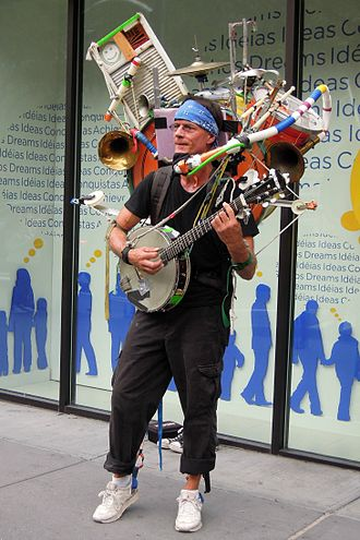 Street performance - Jeffrey Masin, a one-man band in New York City