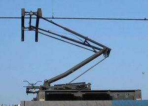 https://upload.wikimedia.org/wikipedia/commons/thumb/f/f4/Pantograaf_lichtrail.jpg/300px-Pantograaf_lichtrail.jpg