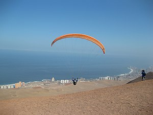 The Amazing Race 23 - In the first Roadblock of The Amazing Race 23, teams paraglided down from Alto Hospicio in Iquique, Chile.