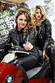 Paris - Salon de la moto 2011 - BMW - C 650 GT et hôtesses - 004.jpg