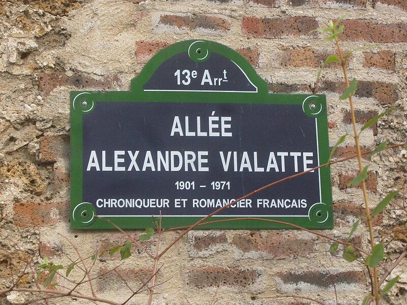 Fichier:Paris 13e - allée Alexandre-Vialatte - plaque de rue.JPG