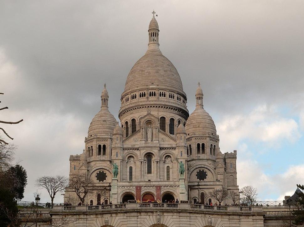 Paris 75018 Basilique du Sacr%C3%A9-C%C5%93ur 20160223 exterior (01)