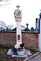 Parndorf Dreifaltigkeitssäule Friedhofseingang.jpg