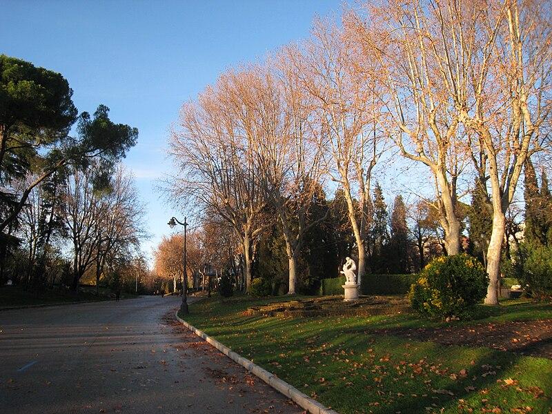 صور مدينه مدريد الاسبانيه  800px-Parque_del_Buen_Retiro,_Madrid_-_misc_2