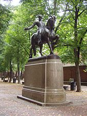 Statue de Paul Revere à cheval dans un parc de Boston.