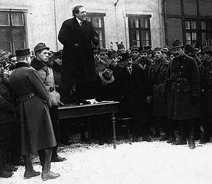 József Pogány speaks to revolutionary soldiers.