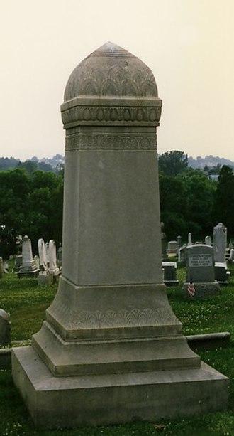 Phallic architecture - Phallic tombstone