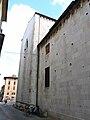Pietrasanta-duomo-complesso laterale da via Garibaldi.jpg