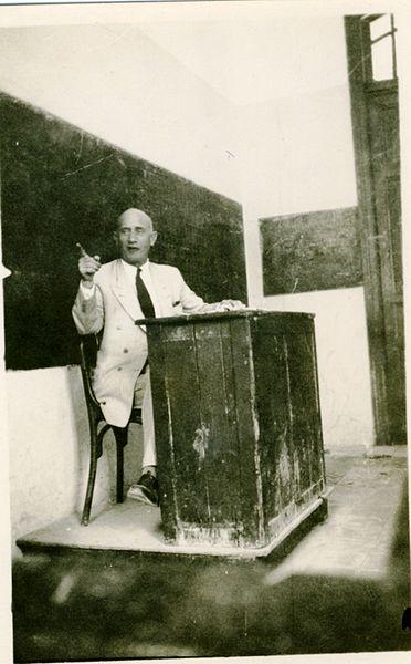 המורה לספרות בגימנסיה הרצליה