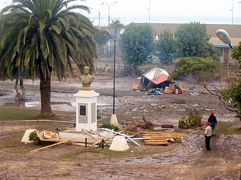 The Arturo Prat Square in Pichilemu shortly after the earthquake and tsunami. Image: Diego Grez.