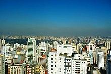 Smog visto no horizonte da região do Ibirapuera.