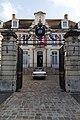 Portail, cour d'honneur et façade de l'hôtel de ville (Lisieux, Calvados, France).jpg