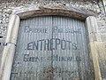 Porte publicité eau minérale (Belleville).jpg