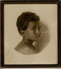 Portrait of Hawaiian boy, ca. 1900s.jpg