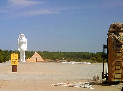 Pyramid house and statues Wadsworth IL