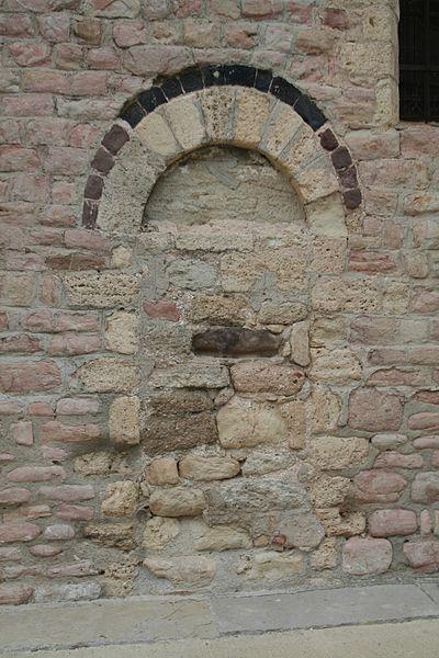 Quarante (Hérault) - porte (condamnée) de l'église Sainte-Marie