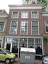 Pand met gepleisterde lijstgevel met empire en 18e-eeuwse ramen