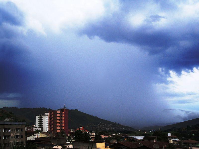 चित्र:Rain in Coronel Fabriciano MG.JPG