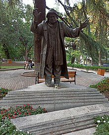 Ramaz Chkhikvadze statue in 9th of April Park, Tbilisi.jpg