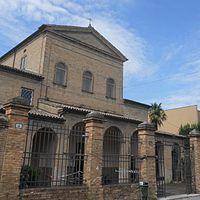 Ravenna, chiesa di Santa Maria degli Angeli - Scorcio della facciata.jpg