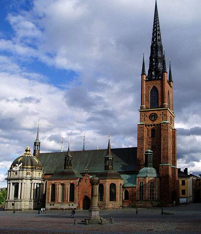 http://upload.wikimedia.org/wikipedia/commons/thumb/f/f4/Riddarholmskyrkan_juni_2005%2C_modified.jpg/412px-Riddarholmskyrkan_juni_2005%2C_modified.jpg?uselang=ru