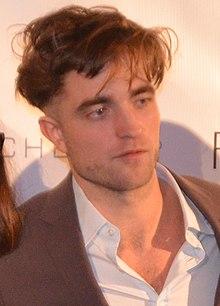 Robert Pattinson - November 2014 (cropped).jpg