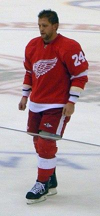 Ruslan Salei Detroit Red Wings Oct 8, 2010.JPG