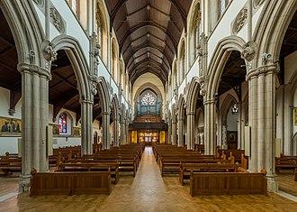 Sacred Heart Church, Wimbledon - Image: Sacred Heart RC Church Interior 3, Wimbledon, London, UK Diliff