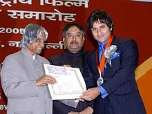 Saif Ali Khan receiving award from A. P. J. Abdul Kalam