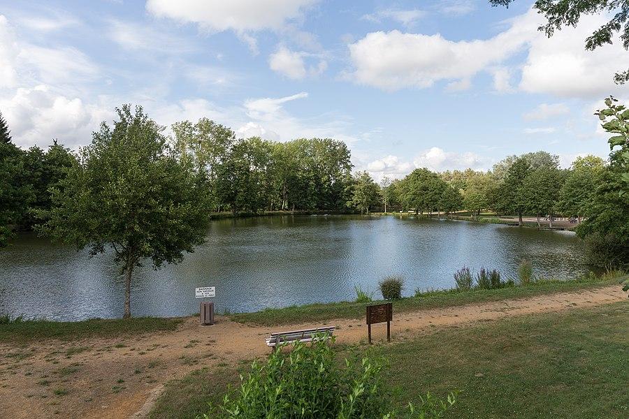 Pond of Saint-Jean-sur-Erve.