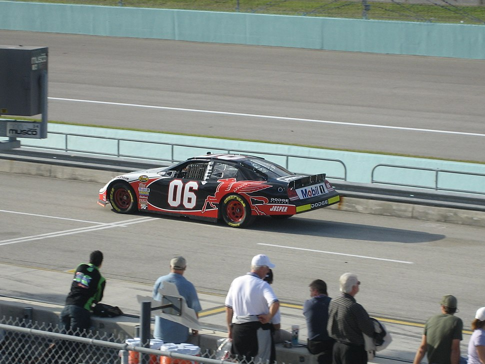 Sam Hornish Jr. practicing for the 2007 Ford 400 at the Homestead-Miami Speedway