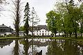 Schloss Auel mit Teich am 29. April 2015.jpg