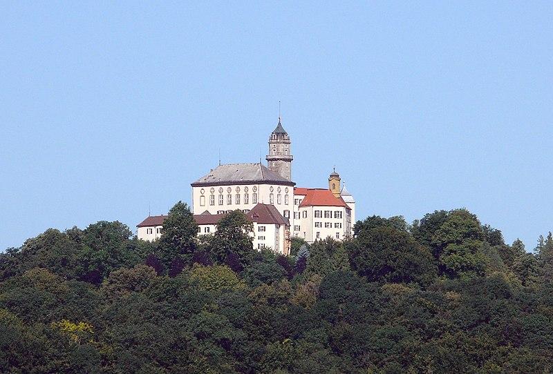 File:Schloss Baldern 140707.jpg
