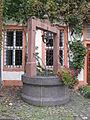 Schloss Hungen Brunnen.jpg