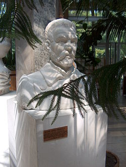 Sculpture of Michał Elwiro Andriolli.jpg
