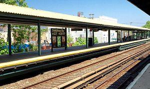 Sheepshead Bay (BMT Brighton Line) - Image: Sheepshead Bay Coney Island Bound Platform