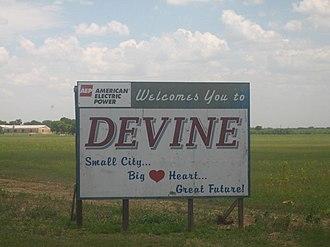 Devine, Texas - Image: Sign to Devine, TX Picture 102