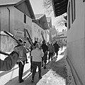 Skiërs lopend door Igls, Bestanddeelnr 254-4332.jpg