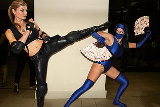 Kitana - Image: Sonya vs Kitana Dragon Con 2012
