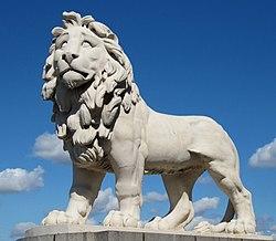 South Bank Lion (5809599144) (cropped).jpg