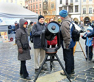 Schmidt–Cassegrain telescope - People demonstrating a Schmidt–Cassegrain telescope at a sidewalk gathering