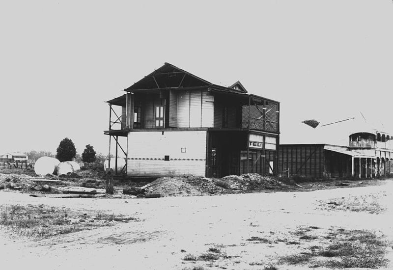 File:StateLibQld 1 138615 Part of the Commercial Hotel awaiting removal to higher ground after the 1916 Clermont flood.jpg