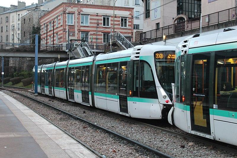 File:Station Tramway Ligne 2 Parc St Cloud 11.jpg