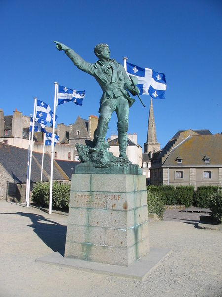 Immagine:Statue Surcouf Caravaniez Saint-Malo France.jpg