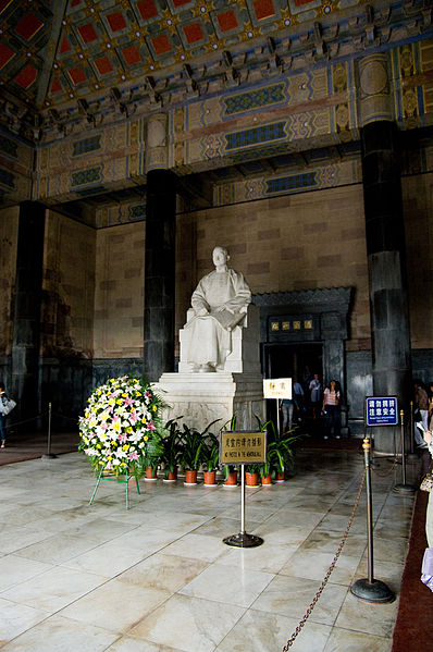 File:Statue of Sun Yat-sen in the Sacrificial Hall 2.jpg